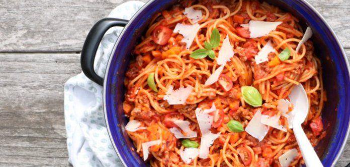 Eenpans spaghetti bolognese met Parmezaan