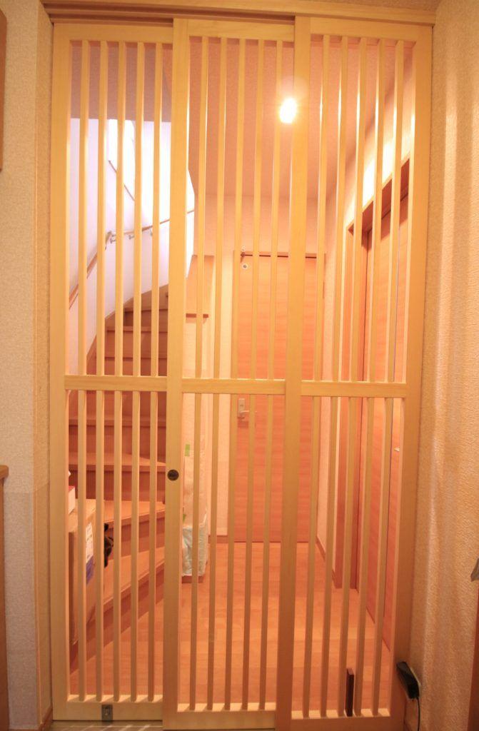 猫脱走防止扉を納品してまいりました 神奈川 小田原 足柄 西湘地区 のリフォームはアールリフォーム工房へ 玄関 猫 犬 ゲート 玄関