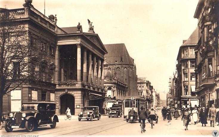 Świdnicka w latach 20. Za tramwajem dwie motorowe ryksze. Kodak w Monopolu.Doskonała jakość zdjęcia. Rok 1920