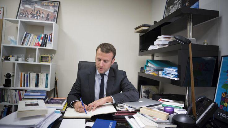 """En pleine primaire de la droite et d'interrogations à gauche, Emmanuel Macron continue sa """"marche"""". L'ex-ministre de l'Economie donne un aperçu de son programme présidentiel dans un livre publié le 24 novembre, que franceinfo a lu avant sa parution."""