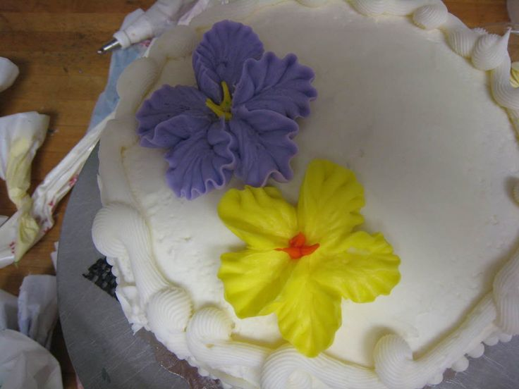 How To Make Tropical Flowers Using Butter Cream Using A