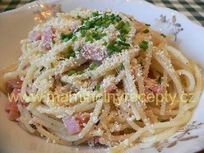 Česnekové špagety s klobásou