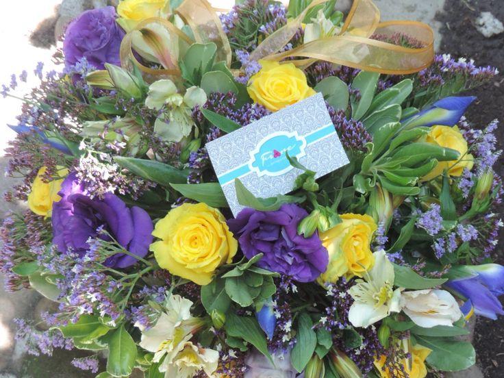Iris y rosas amarillas!