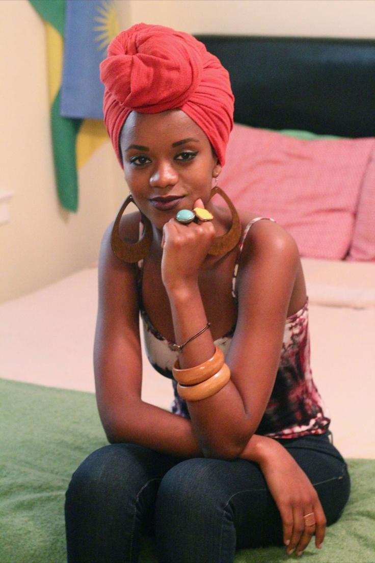 Femme nue, femme noire Vétue de ta couleur qui est vie, de ta forme qui est…