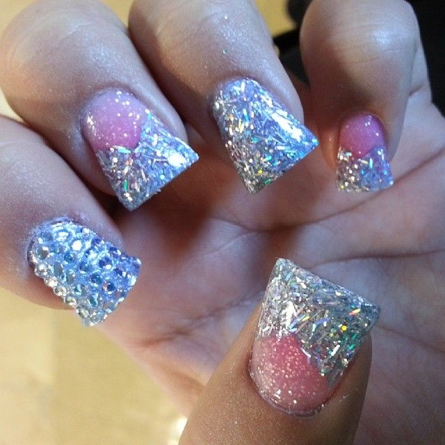 I'm not really a fan of duck feet nails, but these are really pretty.♡