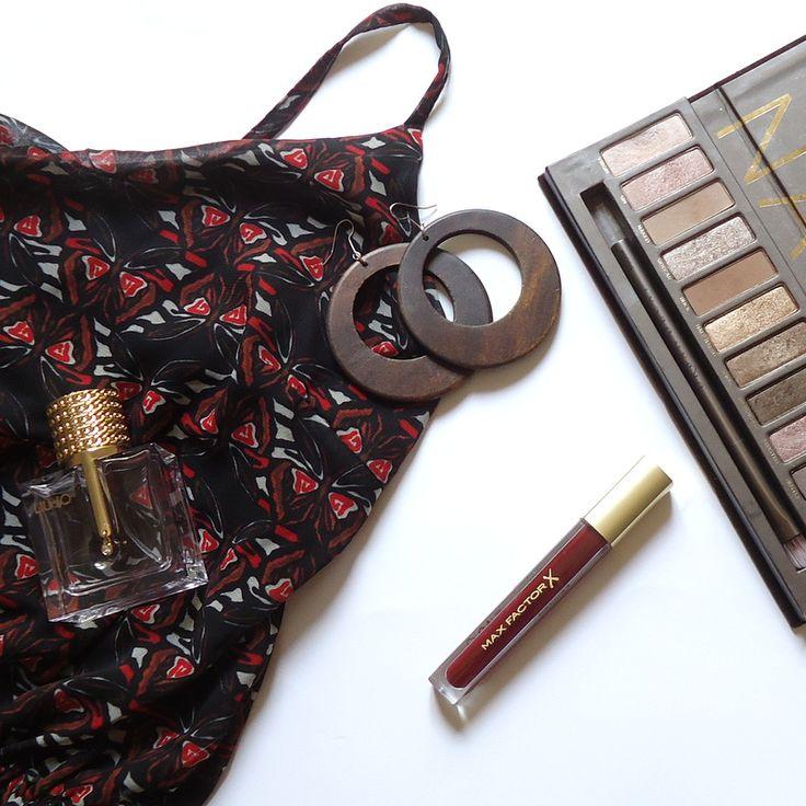 summer mood - inspiration - tips - dress  - boho chic - chic - naked - palette - perfume - gloss - earrings