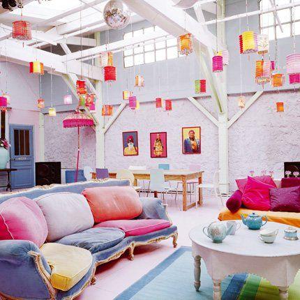 Un salon multicolore aux teintes acidulées - Marie Claire Maison