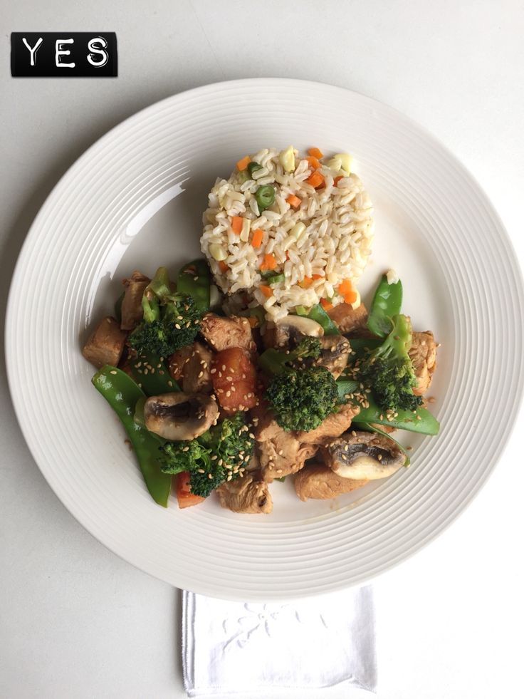 Mmm fried chicken with broccoli ,holantao, tomato and brown rice ...