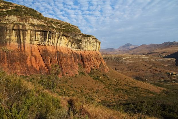 The Free State province lies in the heart of South Africa and borders six of the country's nine provinces. This province is known for its landscapes, farmlands, sandstone rock formations and rolling grasslands.