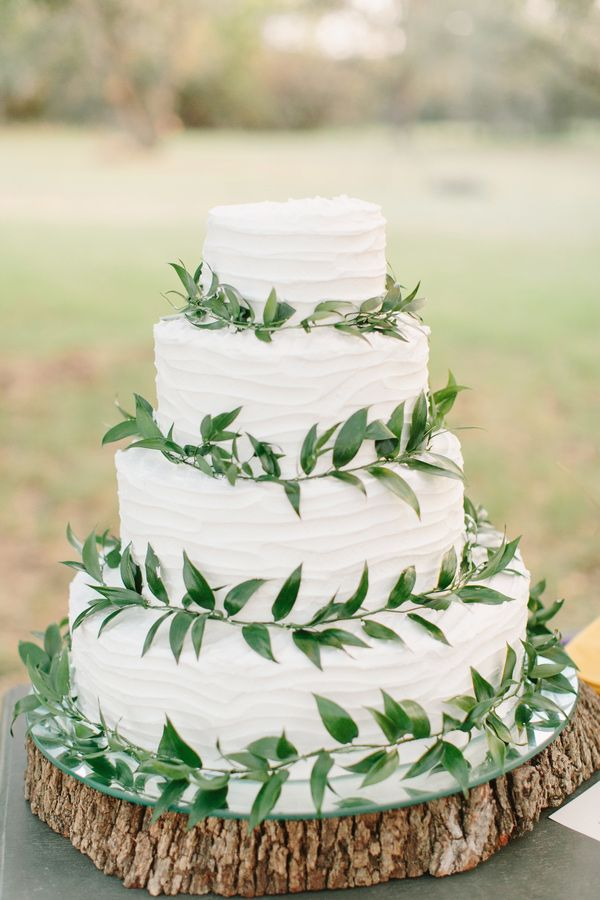 nature inspired cake - photo by Mint Photography http://ruffledblog.com/best-of-2014-wedding-cakes #weddingcake #cakes