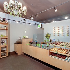 Cake Couture ~ Aina Haina Shopping Center  820 West Hind Drive #104  Honolulu, HI 96821  808.373.9750  Hours  Monday – Friday: 10:30 am – 6:30 pm  Saturday: 10:30 am – 6:00pm  Sunday: Closed