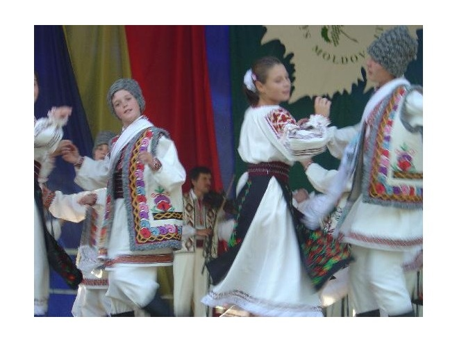Traditional wedding outfits in Moldova