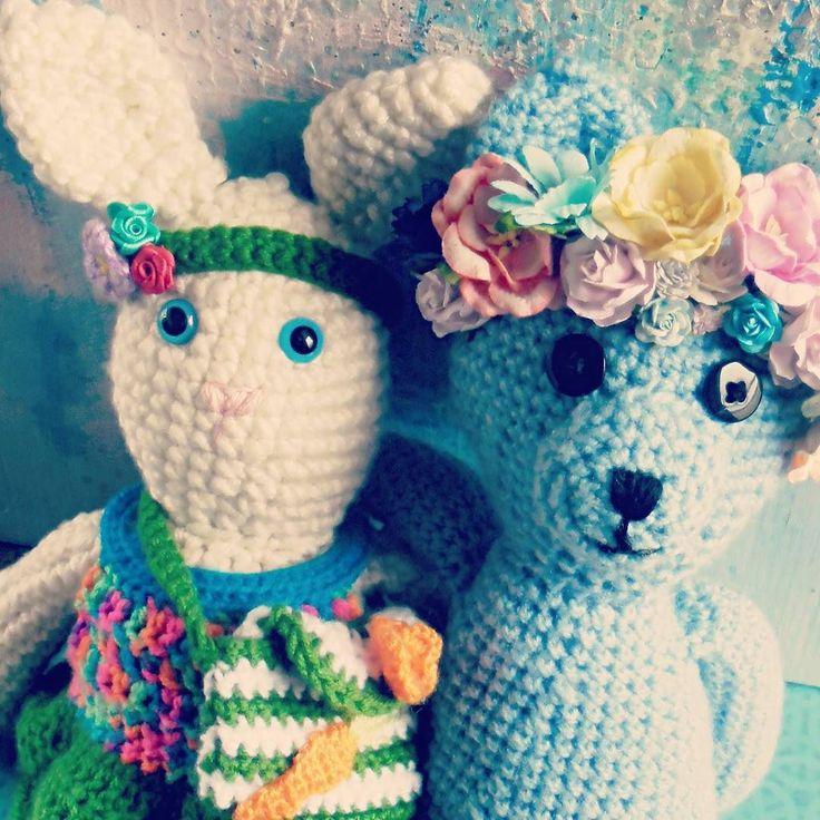 Pamiętacie koleżankę Stefana Martynkę? Przykicała żeby życzyć wam razem ze Stefanem Wesołych Świąt   #crochet #bunny #crochettoy #teddybear #StefanMiś #headwreath #headband #purse #easter #spring #GawraStefana