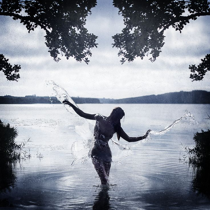 #Fairyoflake :) a #selfportriat #inspired by the very #talented @pernilleberingfoto. An #earlymorning in the #cold #lake, along with my #wireless #trigger and my #beautiful #assistent (normally #model), @jydekylling #splashing #water at me. #earlymorningfun #experimental #watersplash #stubborn #stubbornphotography #nordic #danishsummer #denmark #fussingo #fine art #digitalart #