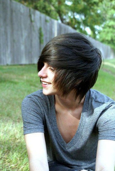 Emo Hairstyles for Trendy Guys - Emo Guys Haircuts - Pretty Designs
