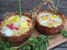Картофель, перепелиные яйца, куриное яйцо, помидор, розмарин, чеснок сухой, соль, мускатный орех, сливочный сыр.