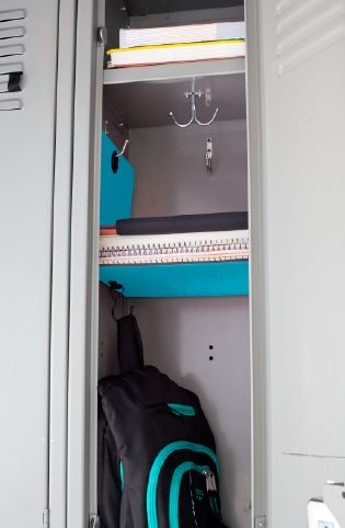 A hanging shelf can help get to your books, notebooks and binders easier. #FiveStarLocker