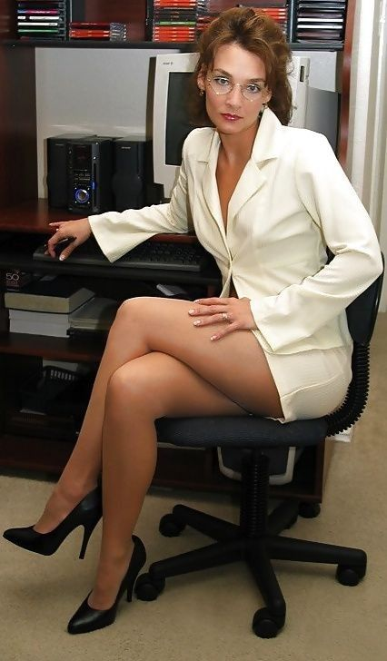 зрелую очкастую секретаршу в попу каждый шаг