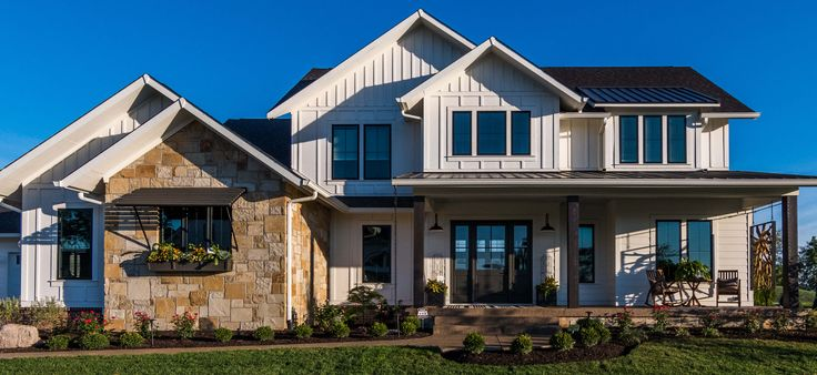Tour the Home-a-Rama 2016 Old Town Home, located in the Chatham Hills neighborhood in Westfield, Indiana. Custom window treatments by Drapery Street.