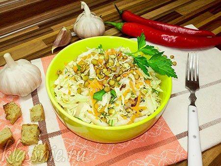 Салат из пророщенной чечевицы с капустой  | Классные вегетарианские рецепты
