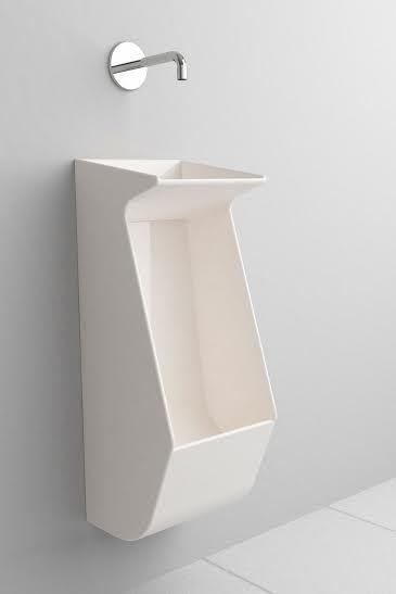 Beta System è un articolo ibrido a metà fra orinatoio e lavabo pensato per il bagno pubblico al fine di renderlo più funzionale ed ecostostenibile