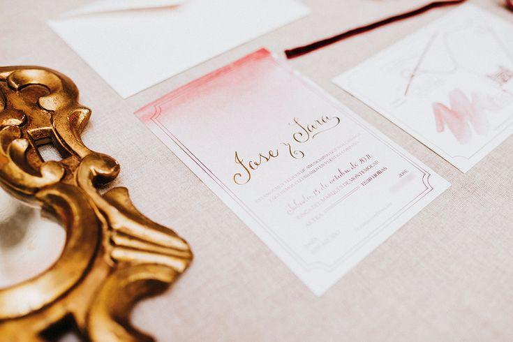 Papelería en #dorado y #marsala para la #boda de Jose y Sara de la mano de #siquiero #weddings #weddingstationery #invitacionesdeboda #papeleriadebodas #meserosdeboda #minuta #mesero #weddingtrends #wedding2017 #weddingcards #weddinguest #seatingplan #loveratory