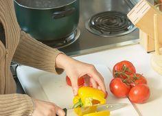Många som försöker minska ner mängden kolhydrater i kosten tycker att det är svårt att veta vad de ska byta ut dem mot. Här får du den kunskapen. Kurera listar goda och kolhydratsnåla alternativ till potatis, ris och pasta.