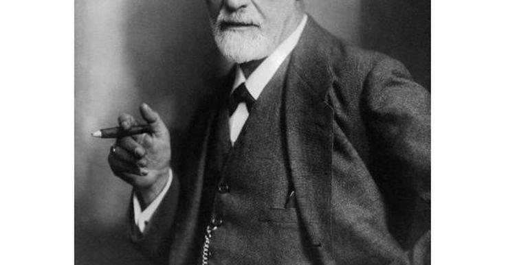 """Diez datos curiosos de Sigmund Freud. Sigmund Freud, creador del Psicoanálisis, fue el científico más controvertido de su tiempo. Junto a Marx y Nieztche es considerado como uno de los """"Maestros de la sospecha"""", debido a su profunda crítica al racionalismo occidental. Se dice que cuando llegó a USA, con Jung y Ferenczi, sentenció: """"No saben que ..."""