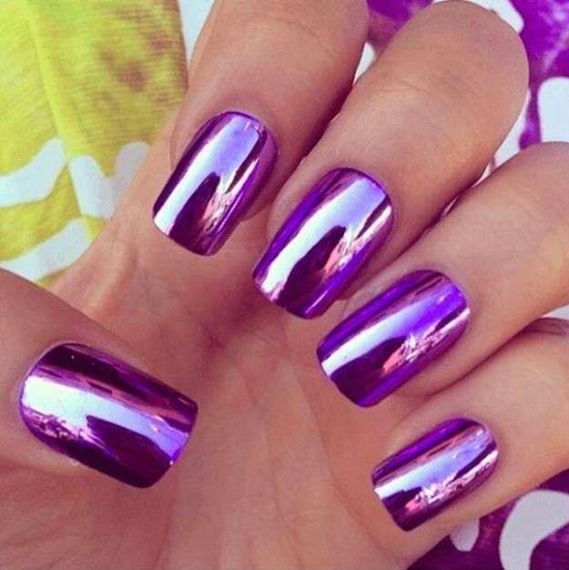 Las uñas espejo: fotos de los nail art - Mirror nails lila