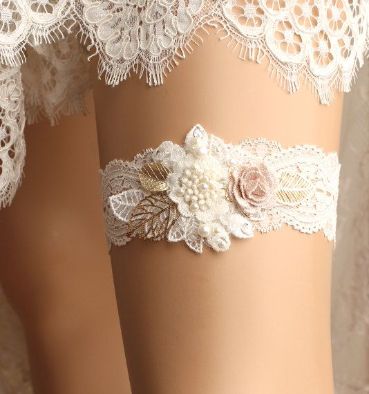 *Gorgeous handmade flower motif lace single garter It's perfect for your special day!  *Size Please measure around thigh with a soft measuring tape
