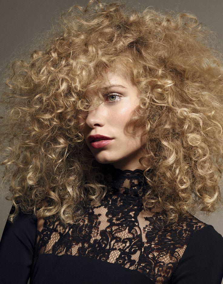 Si tienes rizos, estos son los hairstyles que te llenarán de poder y estilo en esta época del año