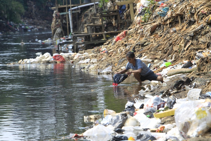 A woman washes her clothes in a polluted river in Jakarta, Indonesia  on June 5, 2012. Indonesia's Public Works Minister said that Indonesia is the third-lowest ranking country in Southeast Asia in terms of sanitation quality. He also said that 76.3 percent of 53 rivers surveyed in Java, Sumatra, Bali, Sulawesi were contaminated with organic materials and there were 11 rivers that were contaminated with ammonium.  (EPA Photo/Bagus Indahono)