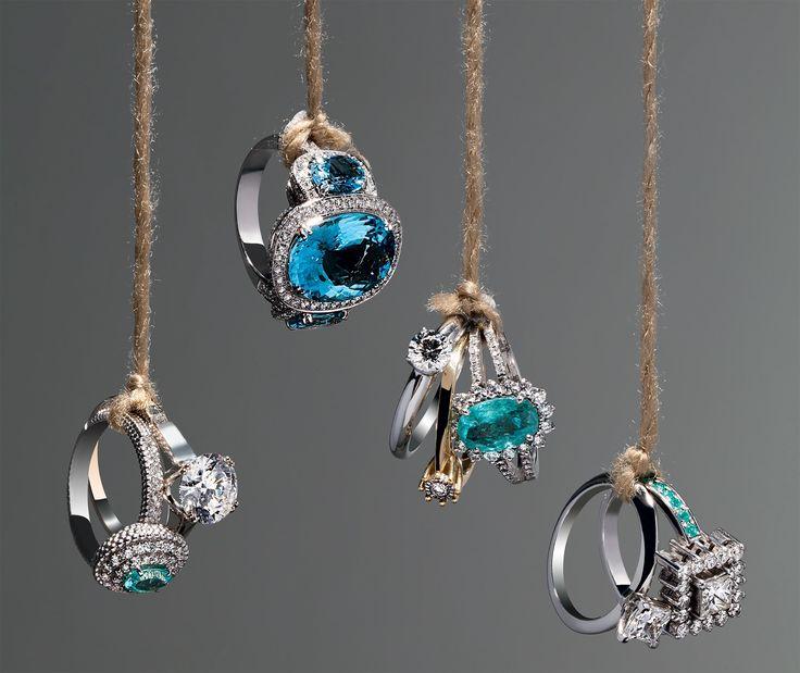 vários anéis usados juntos como pingente!