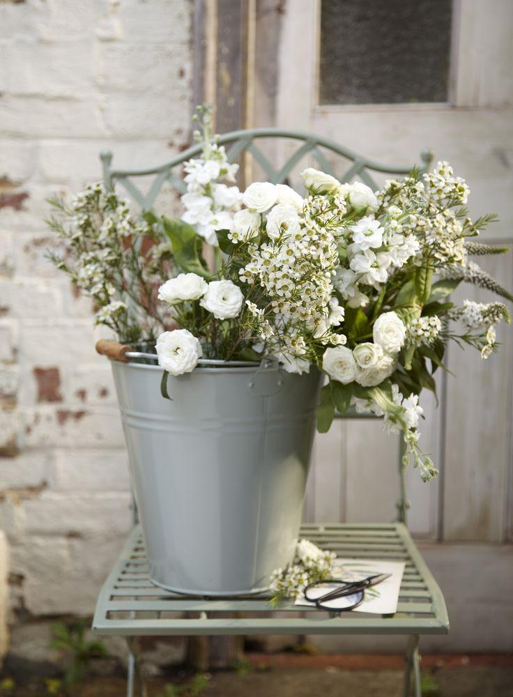 Beautiful tin bucket as a planter #DIY #ideas #inspiration