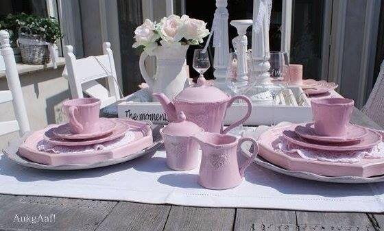 Super leuk roze servies met hartenaukgaaf!