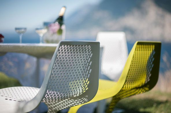Tavolo Monza e sedie Myto per esterno ( Monza table and Myto chairs for outdoor ) http://www.idfdesign.com/straight-metal-or-plastic-tables/monza-mod-9208-01.htm [ #plankdesign #outdoor #designfurniture #designicons #idfdesign ]