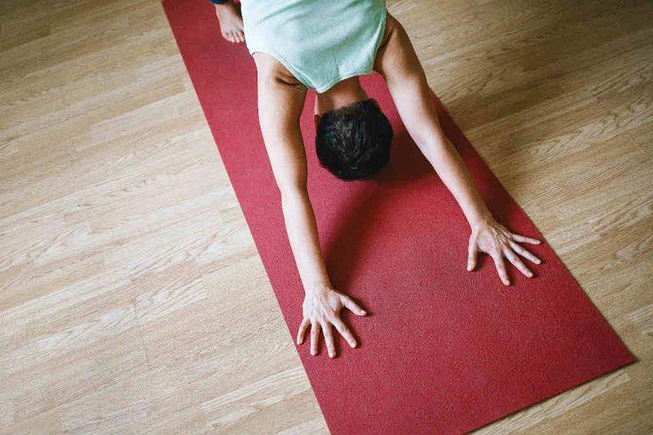 Vil du lave den gode træning for kroppen derhjemme? Overvej den gode Yoga et kvarter om dagen bog fra Sisse Fisker - Læs her hvorfor og hvordan