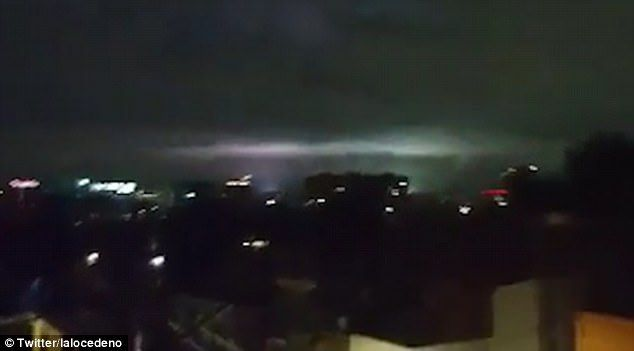 Mysterious flashes light up sky during Mexico earthquake - https://buzznews.co.uk/mysterious-flashes-light-up-sky-during-mexico-earthquake -