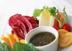 Bagna cauda is een warme dipsaus op basis van ansjovis en knoflook en is een typisch recept uit de Italiaanse provincie Piemonte (noord-west Italië). Ht wordt...