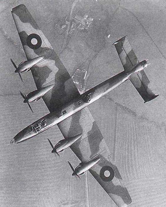 Handley Page Halifax in flight (1943)
