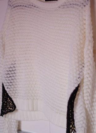 Kup mój przedmiot na #vintedpl http://www.vinted.pl/damska-odziez/swetry-z-dzianiny/11631663-bialy-sweterek-z-koronka