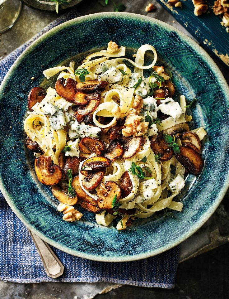 This mushroom and thyme tagliatelle can be made in under 30 minutes and tastes AMAZING