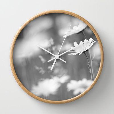 Schwarz weiß Daisy Picture Wall Clock by Tanja Riedel - $30.00