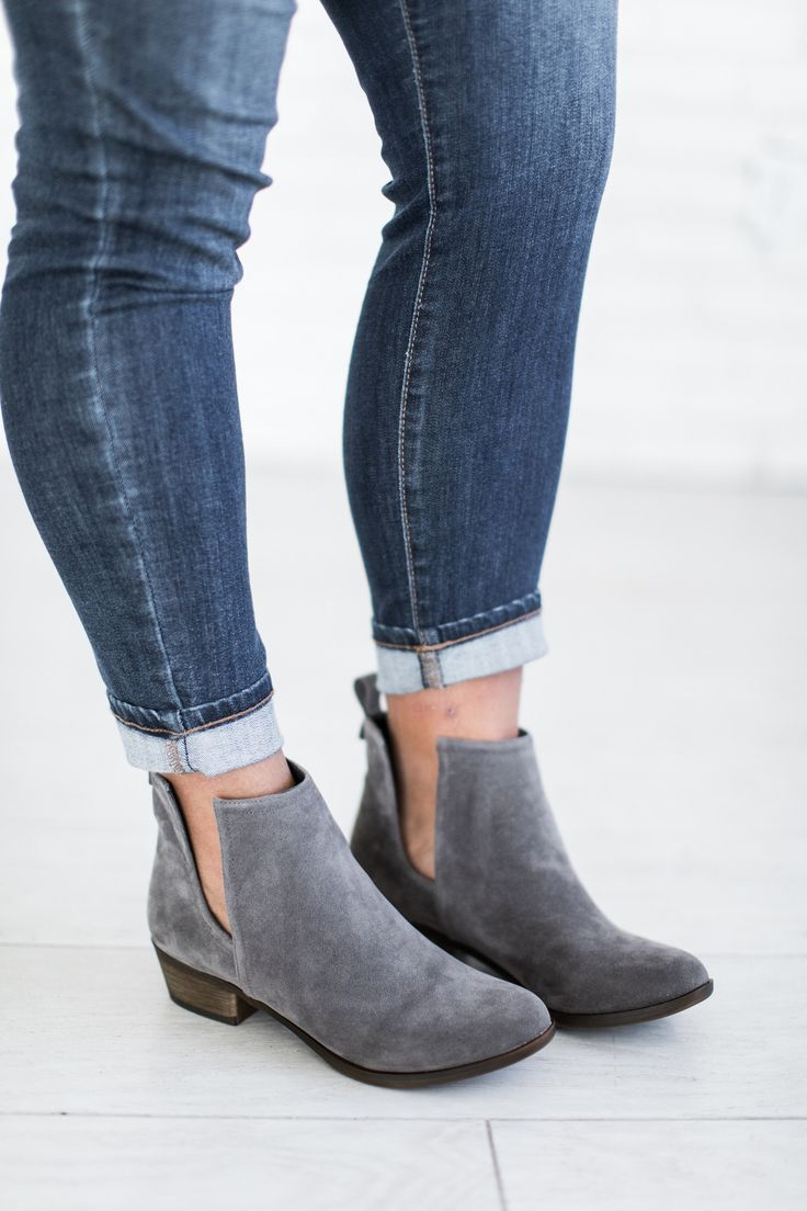 The best way to add a dash of magic to your favorite neutral outfit is to throw on some gorgeous colored booties! Runs TTS