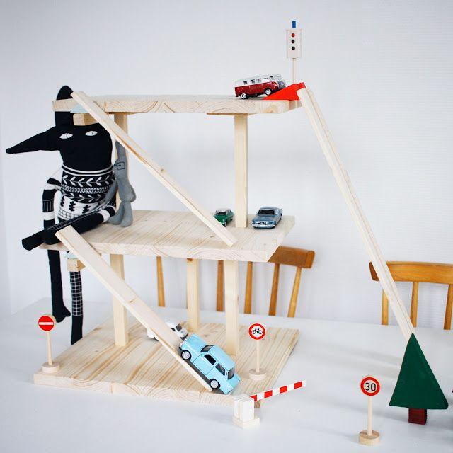 78 best id es propos de garage jouet sur pinterest. Black Bedroom Furniture Sets. Home Design Ideas