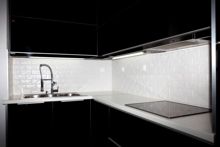 Ανακαίνιση Κατοικίας στο Φάληρο.Λεπτομέρεια της πλάτης της κουζίνας.