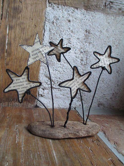 étoiles en fil de fer et page de livre