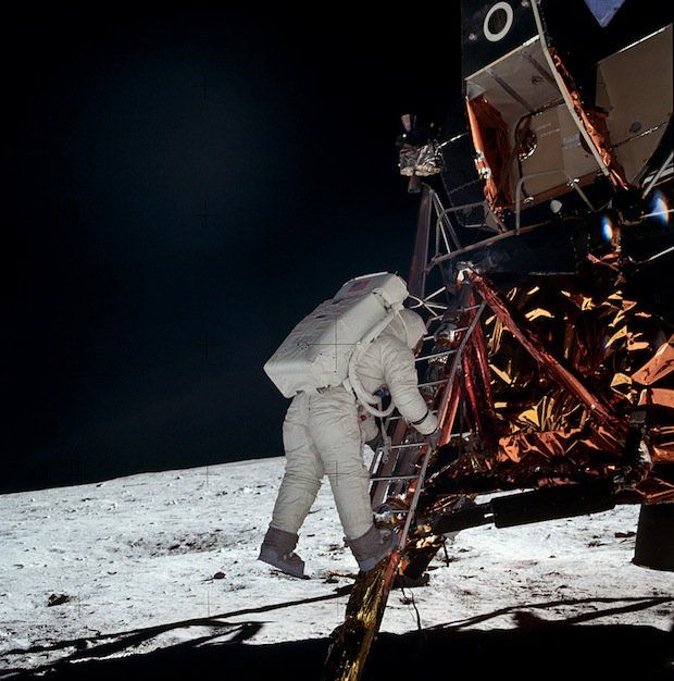 The title sort of gives it away, but did you know that there is an online archive that contains high-resolution film scans from every Apollo mission? The g