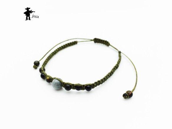 ホークアイ、ブルータイガーアイ2種類の天然石を海松色のロウ引き紐で編み込んだブレスレットです。ホークアイ…6ミリ×1個(決断、前進等...|ハンドメイド、手作り、手仕事品の通販・販売・購入ならCreema。