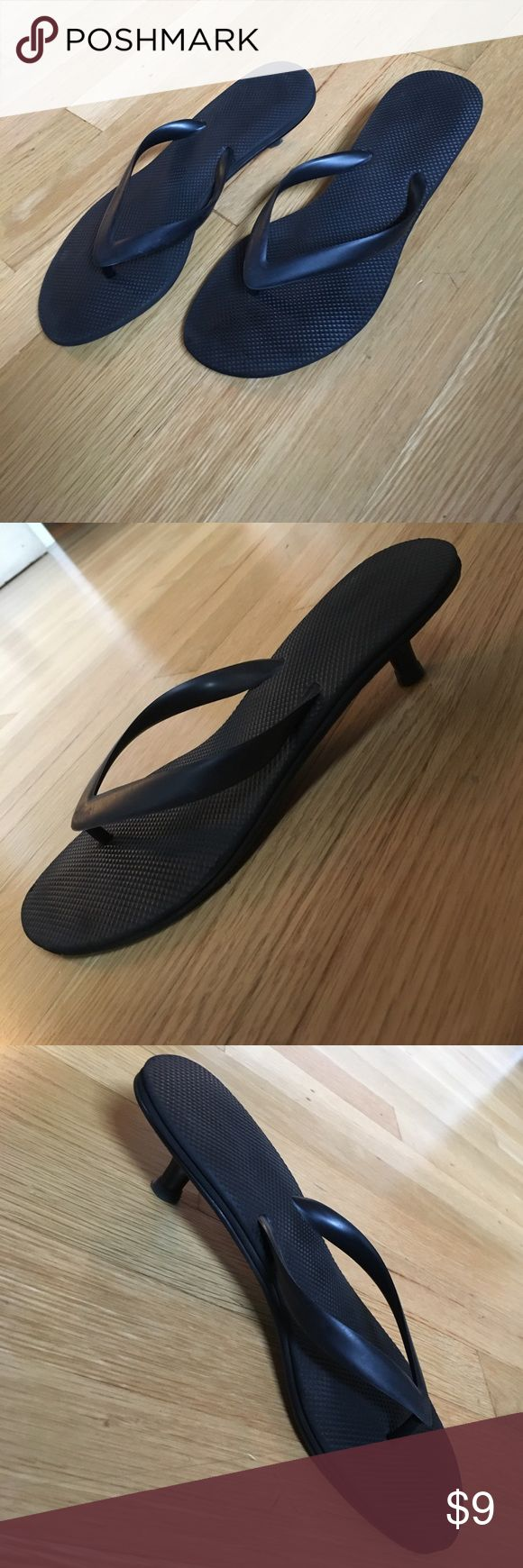 Fun! American Eagle flip-flops with heels. Size 8 Fun! American Eagle flip-flops with heels. Size 8. Are they flip-flops? Or are they heels? They are both! 1 1/2 inch heels. Used. American eagle Shoes